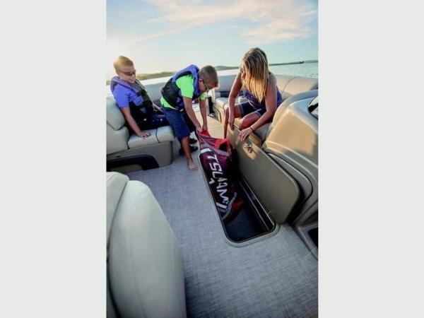2021 Sun Tracker boat for sale, model of the boat is SportFish™ 22 XP3 & Image # 21 of 58
