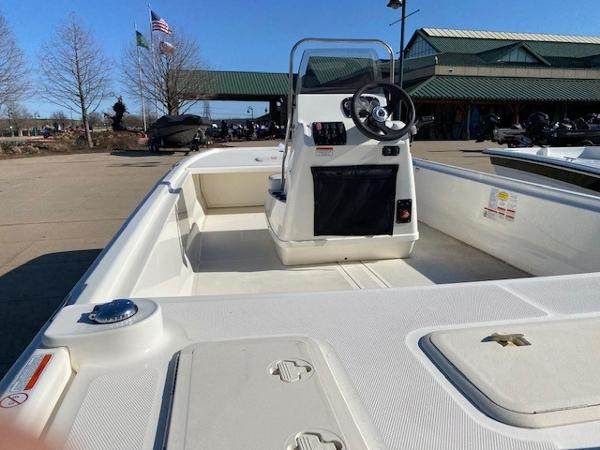 2021 Mako boat for sale, model of the boat is Pro Skiff 19 CC & Image # 3 of 3