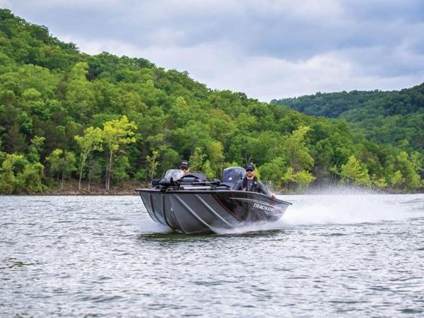 2021 Tracker Boats boat for sale, model of the boat is Pro Team™ 195 TXW & Image # 3 of 43