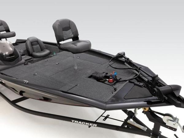 2021 Tracker Boats boat for sale, model of the boat is Pro Team™ 195 TXW & Image # 24 of 43