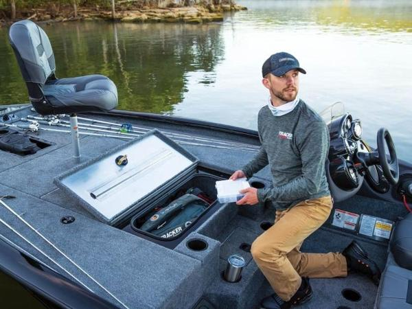 2021 Tracker Boats boat for sale, model of the boat is Pro Team™ 195 TXW & Image # 40 of 43