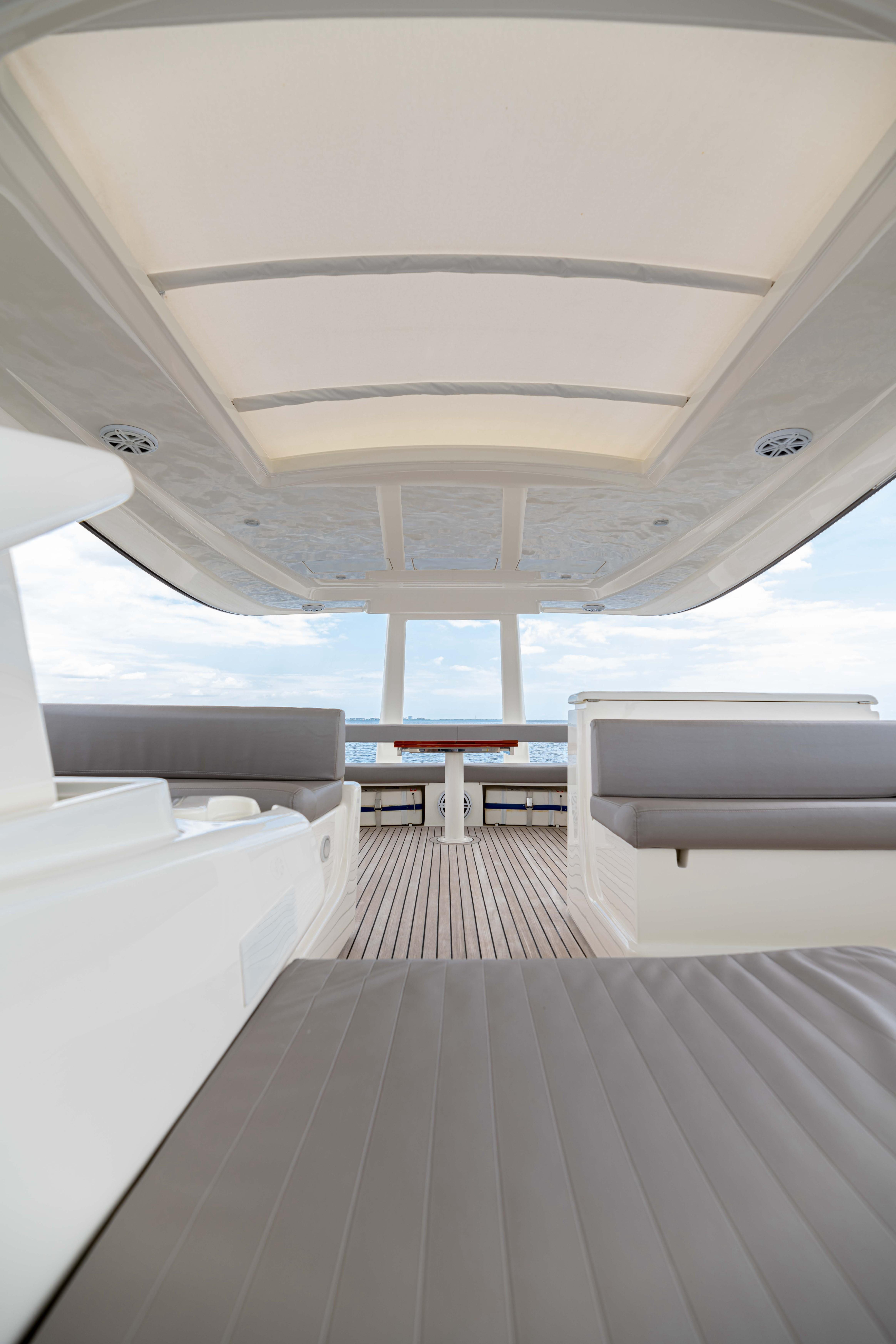 Ferretti 650 - Flybridge Seating
