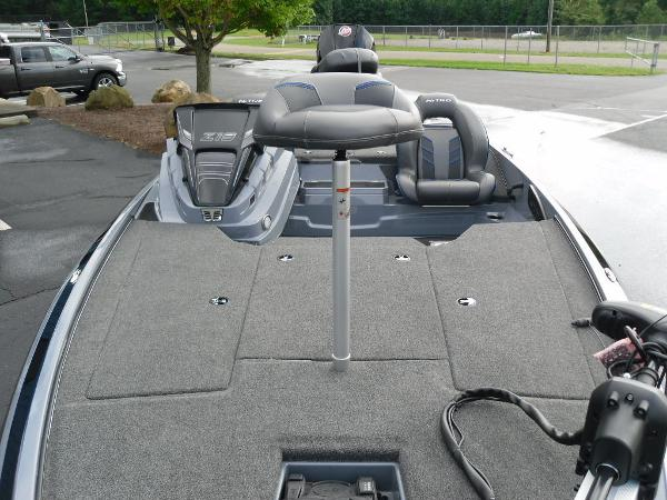 2021 Nitro boat for sale, model of the boat is Z19 & Image # 23 of 36