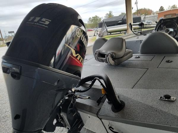 2021 Xpress boat for sale, model of the boat is X18Pro & Image # 7 of 9