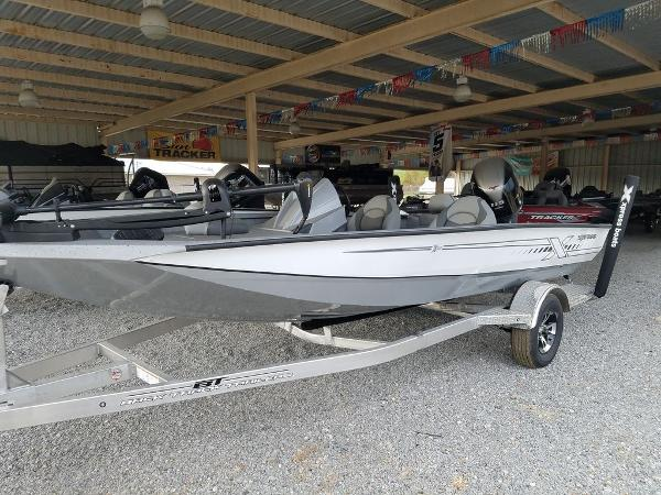 2021 Xpress boat for sale, model of the boat is X18Pro & Image # 1 of 9