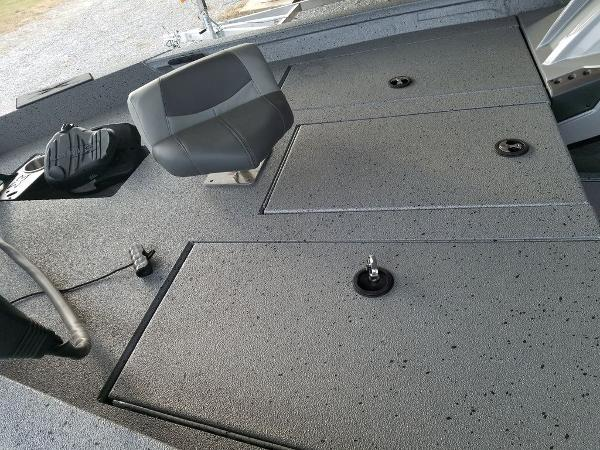 2021 Xpress boat for sale, model of the boat is X18Pro & Image # 9 of 9