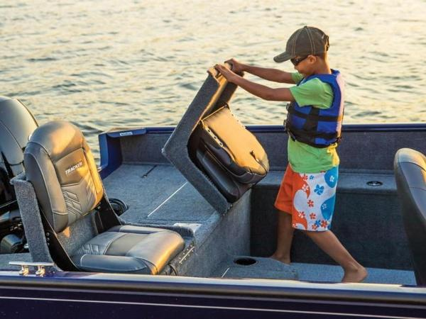 2021 Tracker Boats boat for sale, model of the boat is Pro Guide™ V-175 Combo & Image # 12 of 54