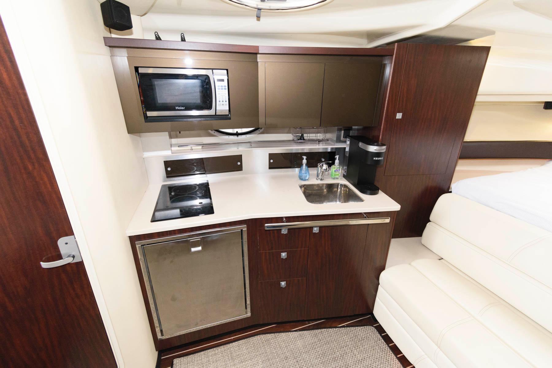 M 6571 VR Knot 10 Yacht Sales