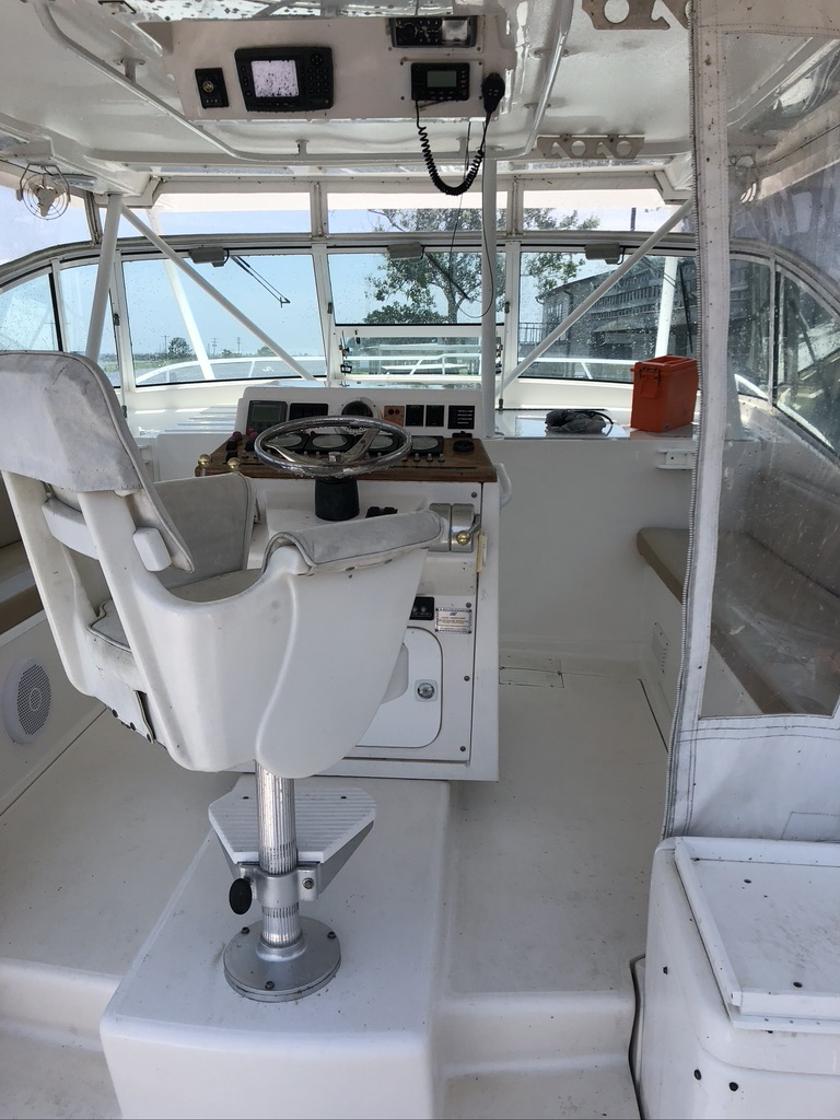 2004 Luhrs boat for sale, model of the boat is 40 & Image # 2 of 3