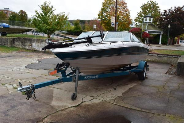 1993 Four Winns boat for sale, model of the boat is 180 Freedom & Image # 10 of 31
