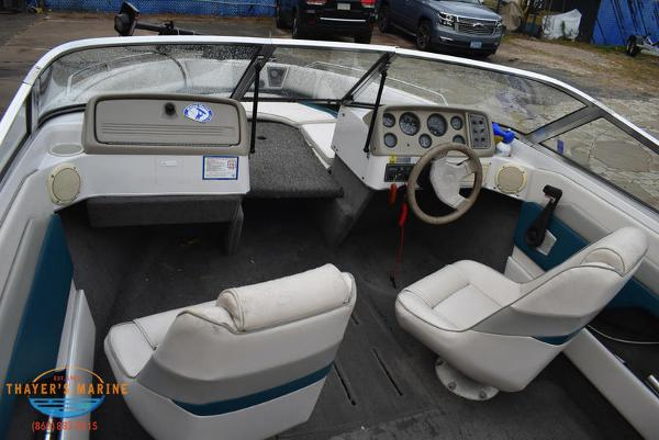 1993 Four Winns boat for sale, model of the boat is 180 Freedom & Image # 18 of 31