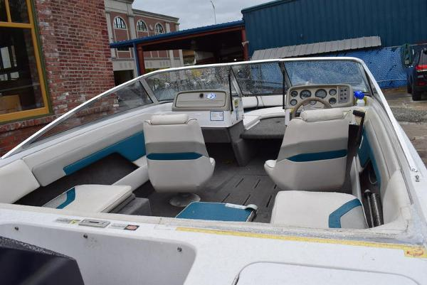 1993 Four Winns boat for sale, model of the boat is 180 Freedom & Image # 19 of 31