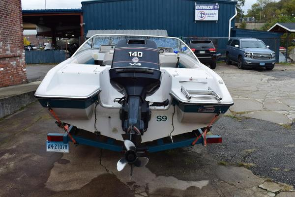 1993 Four Winns boat for sale, model of the boat is 180 Freedom & Image # 23 of 31