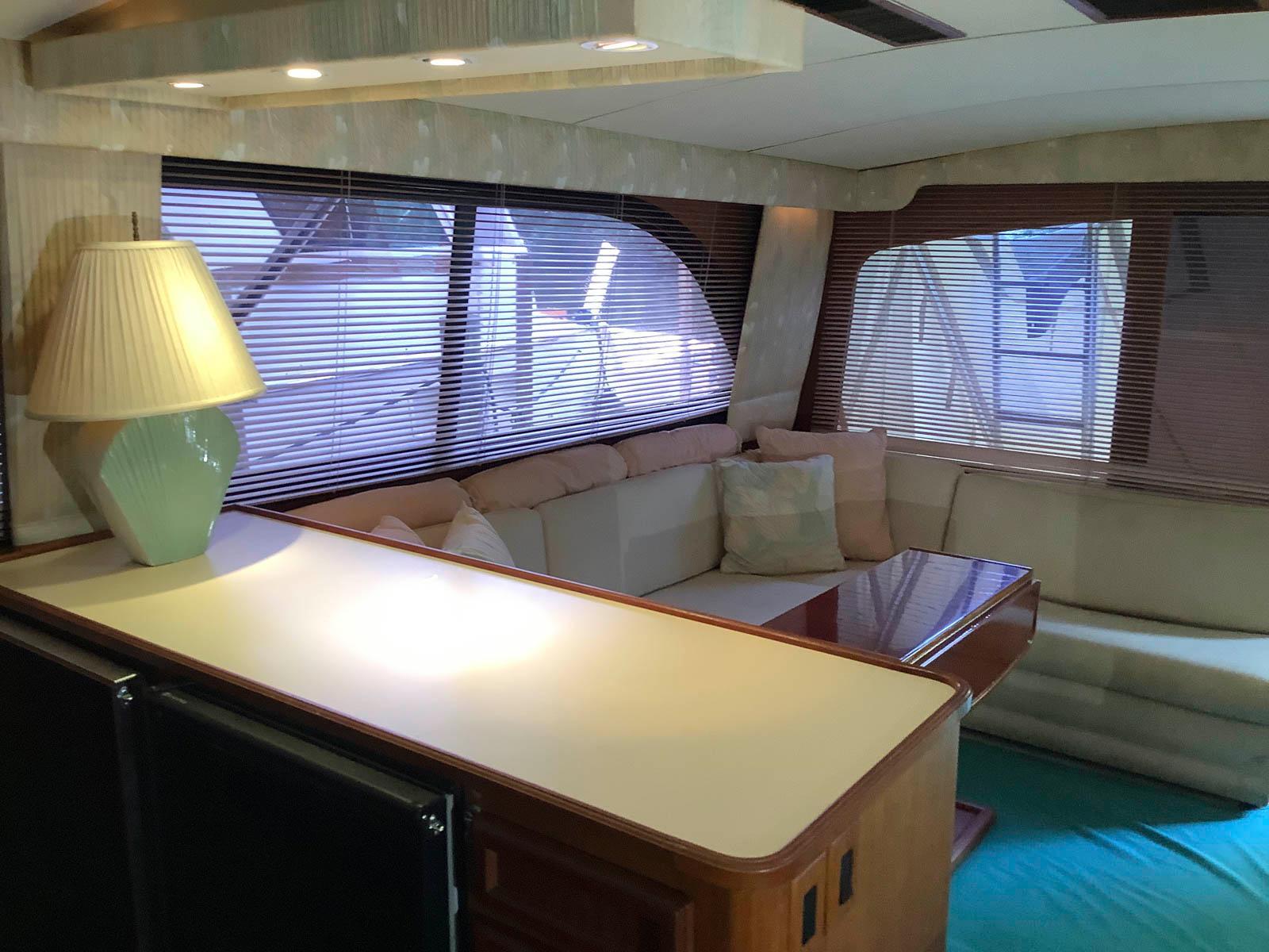 F 6418 RZ Knot 10 Yacht Sales