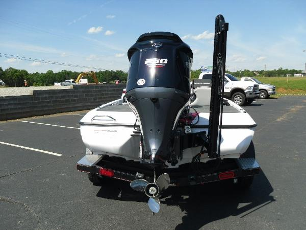 2021 Skeeter boat for sale, model of the boat is ZXR 20 & Image # 4 of 29