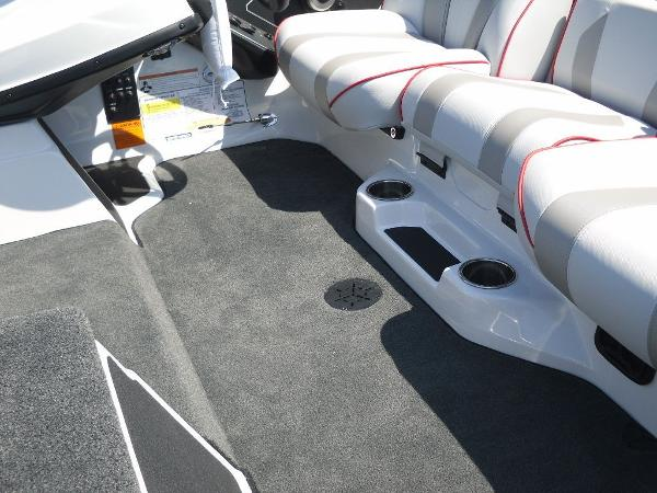 2021 Skeeter boat for sale, model of the boat is ZXR 20 & Image # 13 of 29