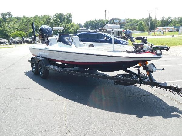 2021 Skeeter boat for sale, model of the boat is ZXR 20 & Image # 26 of 29