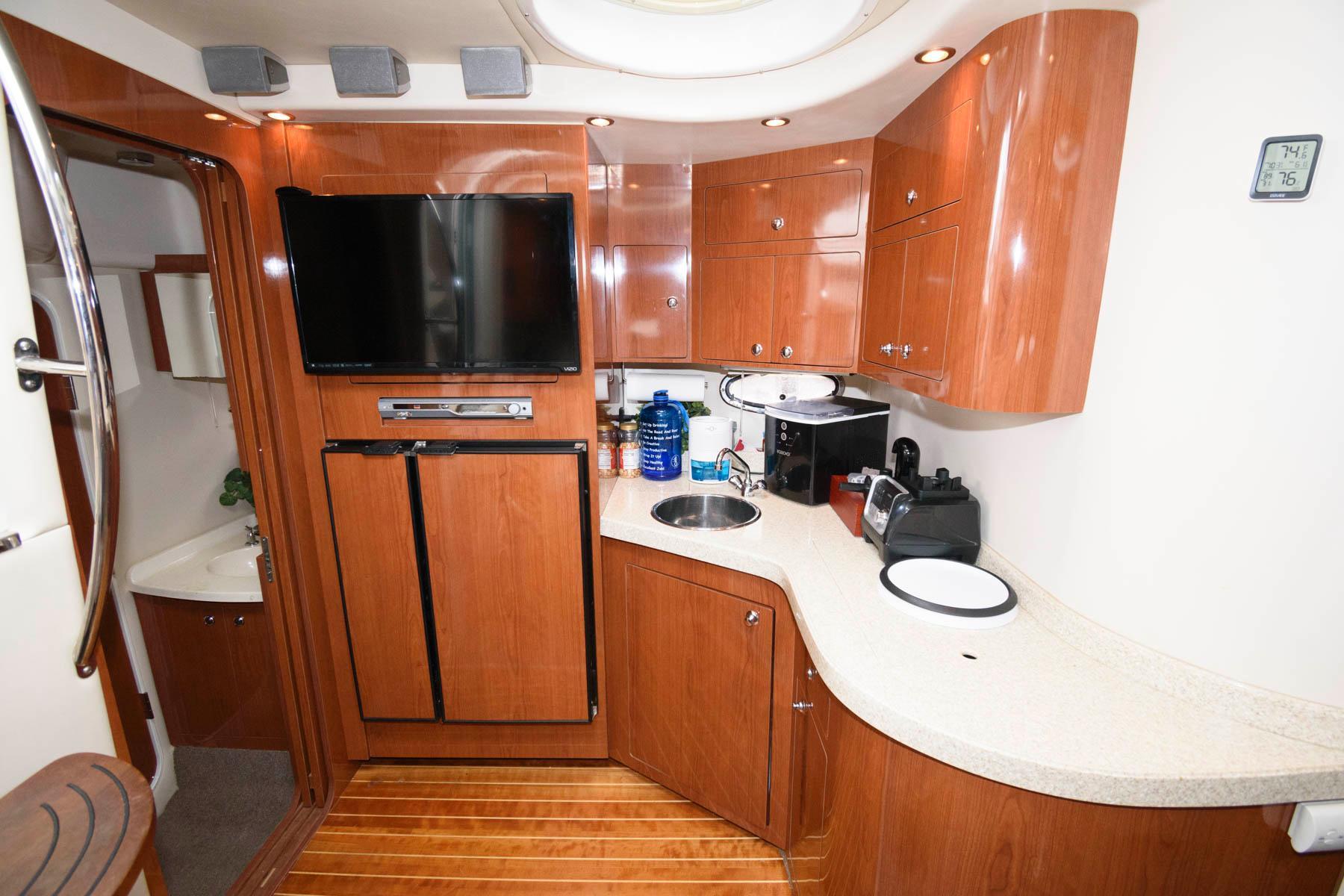DC 6545 KN Knot 10 Yacht Sales