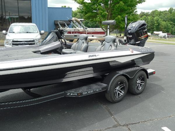 2021 Skeeter boat for sale, model of the boat is ZXR 21 & Image # 2 of 28