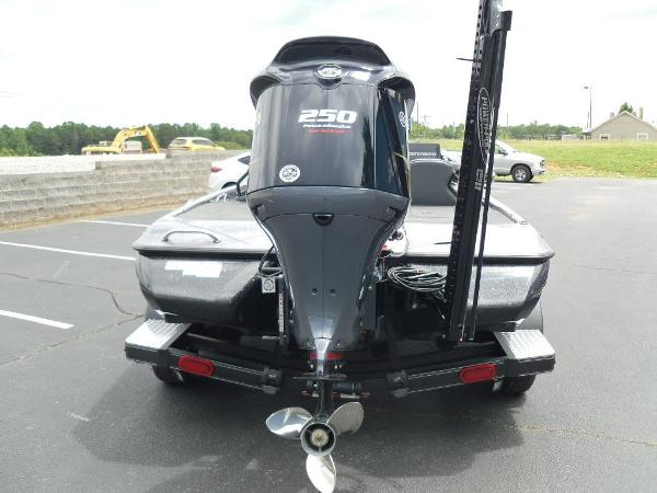 2021 Skeeter boat for sale, model of the boat is ZXR 21 & Image # 8 of 28