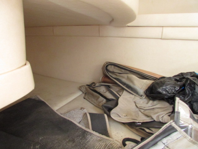 2001 Sea Ray boat for sale, model of the boat is 270 Sundancer & Image # 17 of 27