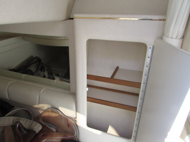 2001 Sea Ray boat for sale, model of the boat is 270 Sundancer & Image # 8 of 27