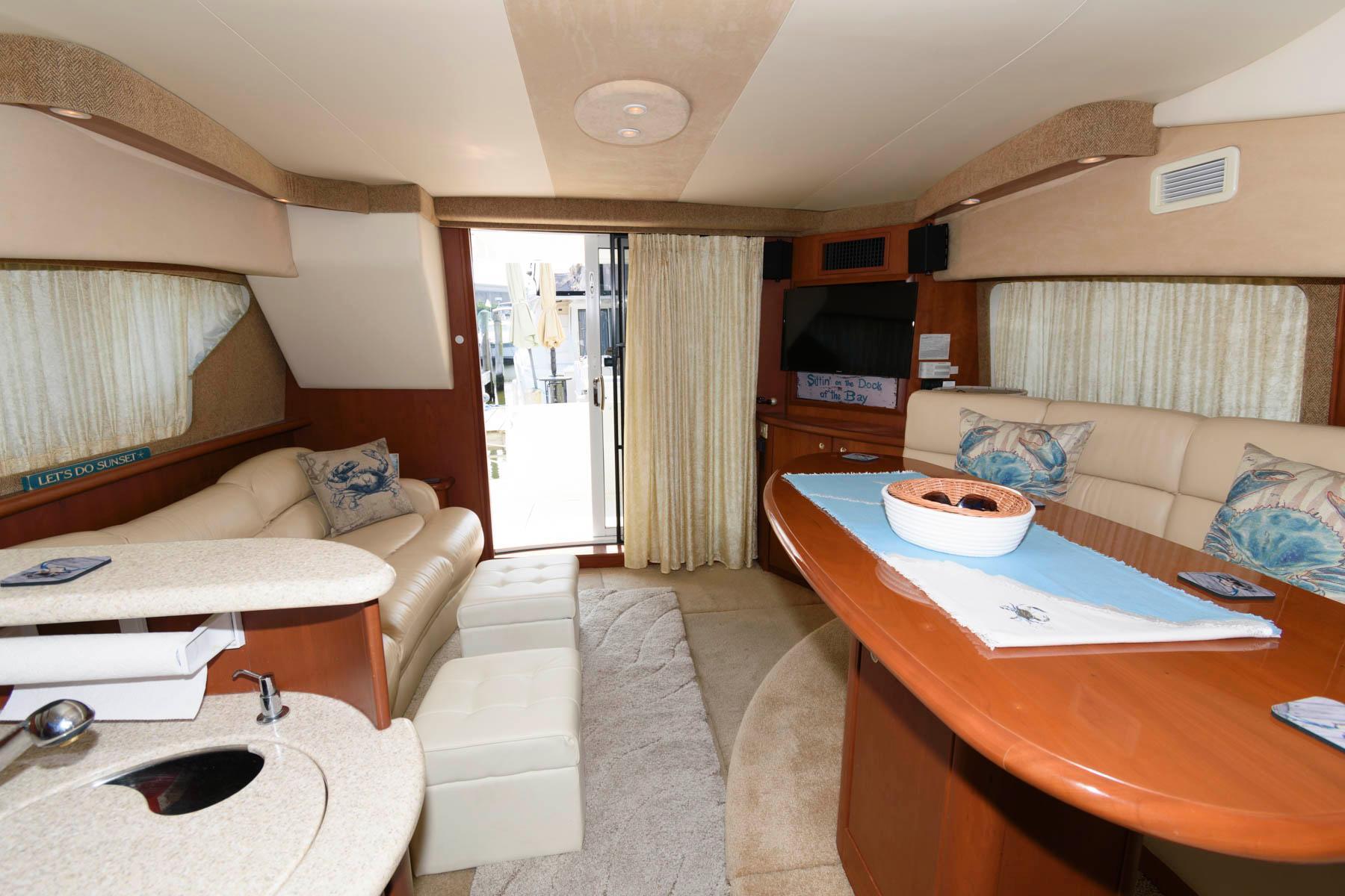 M 6332 VR Knot 10 Yacht Sales