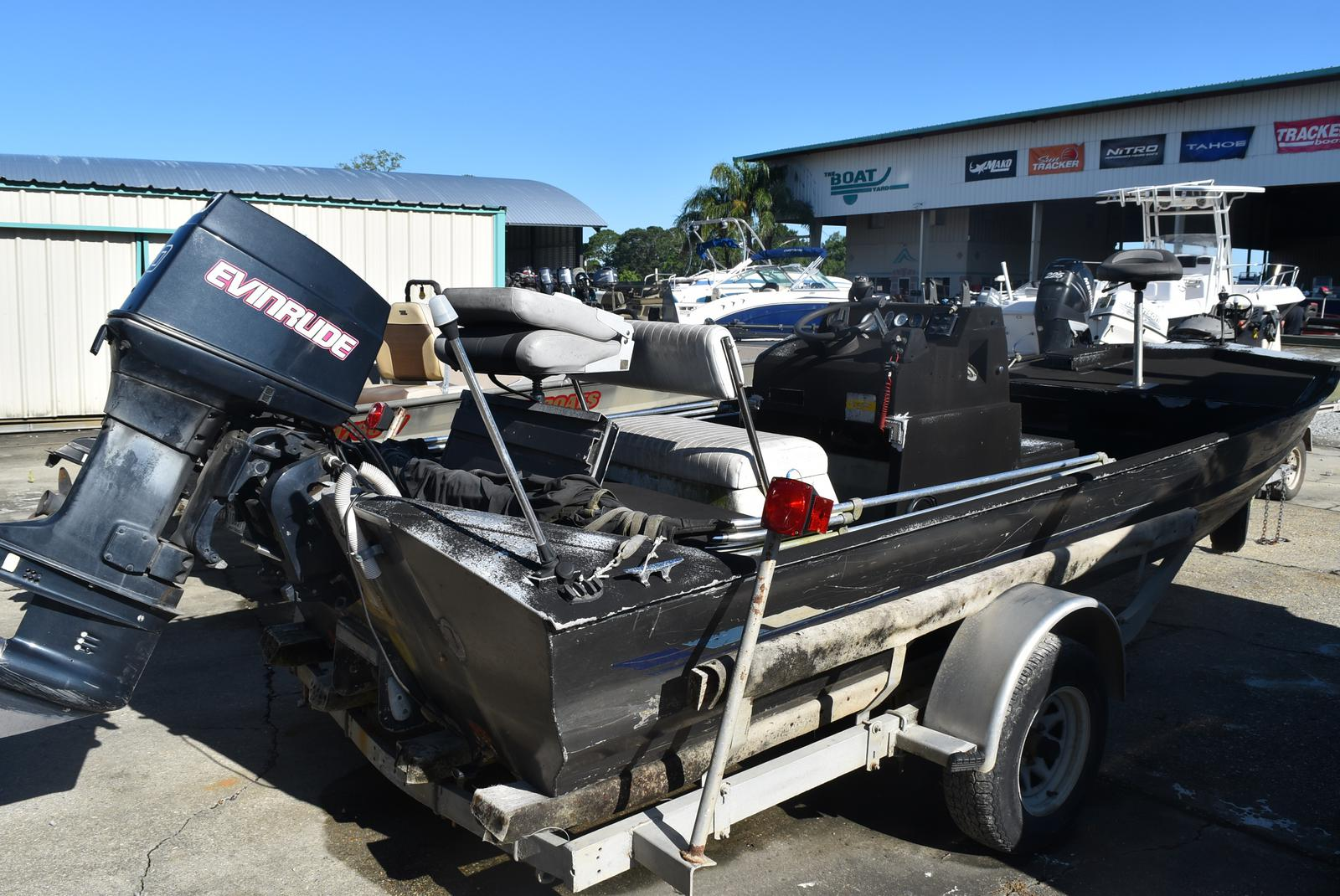 1990 Duracraft boat for sale, model of the boat is 18 & Image # 1 of 4