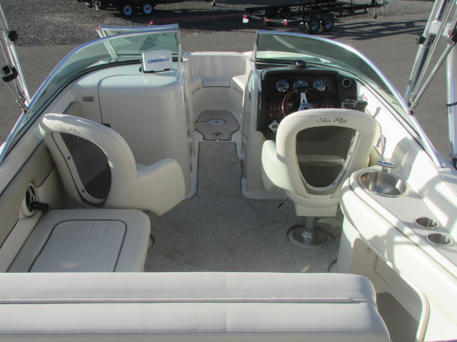 2009 Sea Ray boat for sale, model of the boat is 230 Sundeck & Image # 18 of 26