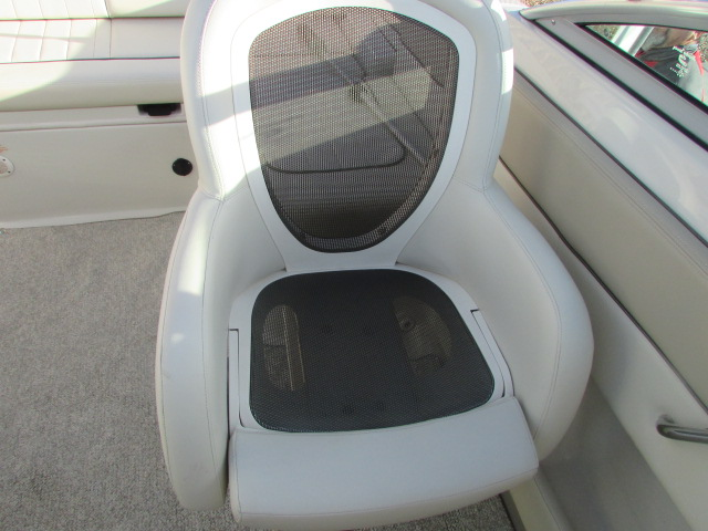 2009 Sea Ray boat for sale, model of the boat is 230 Sundeck & Image # 10 of 26