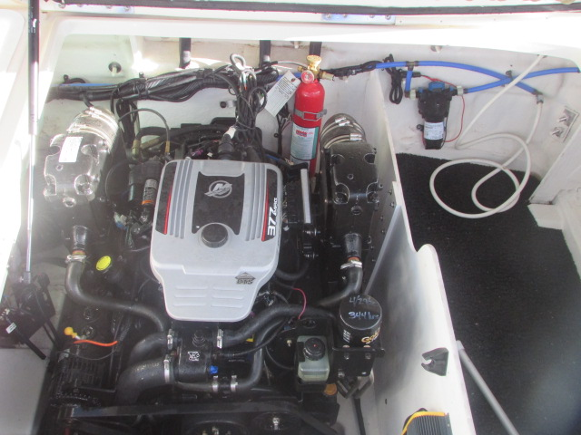 2009 Sea Ray boat for sale, model of the boat is 230 Sundeck & Image # 11 of 26
