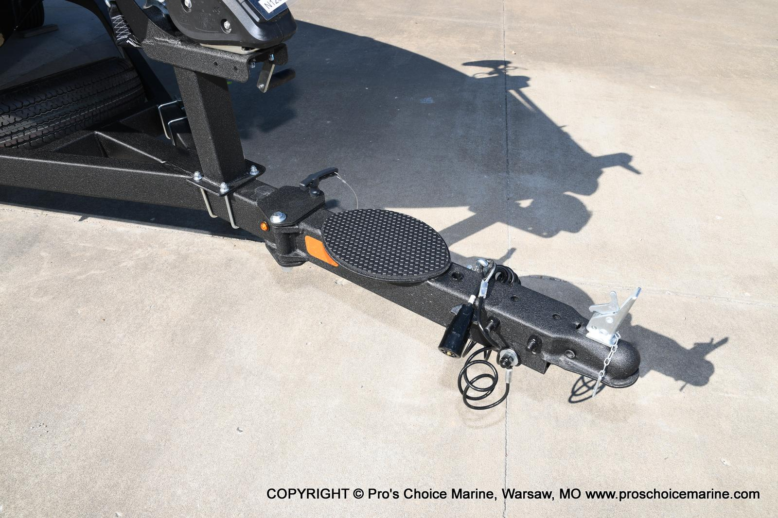 2021 Nitro boat for sale, model of the boat is Z18 w/175HP Pro-XS & Image # 7 of 50