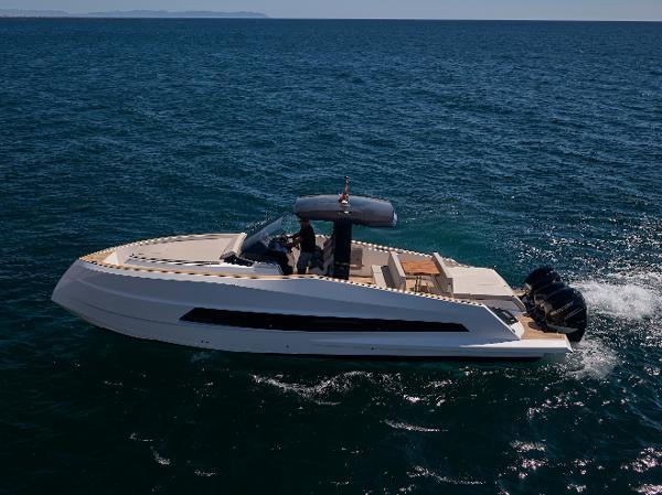 2021 ASTONDOA 377 Coupe Outboard