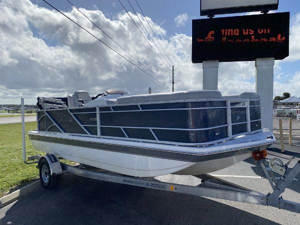 2018 Hurricane boat for sale, model of the boat is FD 196 OB & Image # 2 of 10