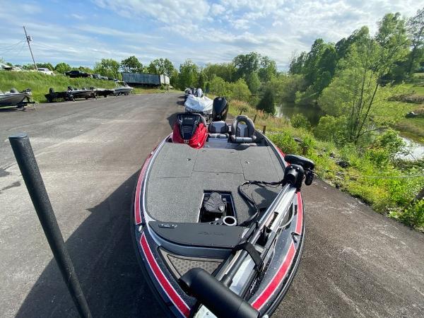 2022 Nitro boat for sale, model of the boat is Z19 & Image # 20 of 25