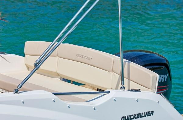 Quicksilver Activ 555 Cabin