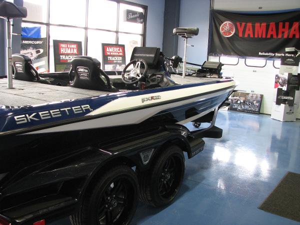 2021 Skeeter boat for sale, model of the boat is FXR20 LE & Image # 2 of 17