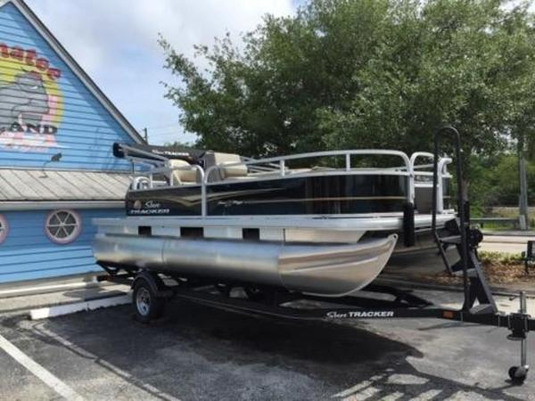 2020 Sun Tracker boat for sale, model of the boat is BASS BUGGY® 18 DLX & Image # 1 of 8