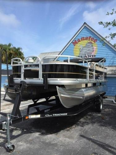 2020 Sun Tracker boat for sale, model of the boat is BASS BUGGY® 18 DLX & Image # 2 of 8