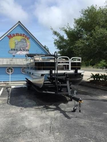 2020 Sun Tracker boat for sale, model of the boat is BASS BUGGY® 18 DLX & Image # 3 of 8