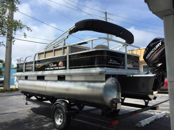 2020 Sun Tracker boat for sale, model of the boat is BASS BUGGY® 18 DLX & Image # 5 of 8
