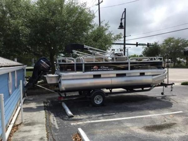 2020 Sun Tracker boat for sale, model of the boat is BASS BUGGY® 18 DLX & Image # 6 of 8
