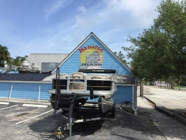 2020 Sun Tracker boat for sale, model of the boat is BASS BUGGY® 18 DLX & Image # 7 of 8