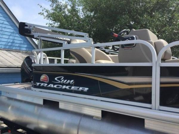 2020 Sun Tracker boat for sale, model of the boat is BASS BUGGY® 18 DLX & Image # 8 of 8