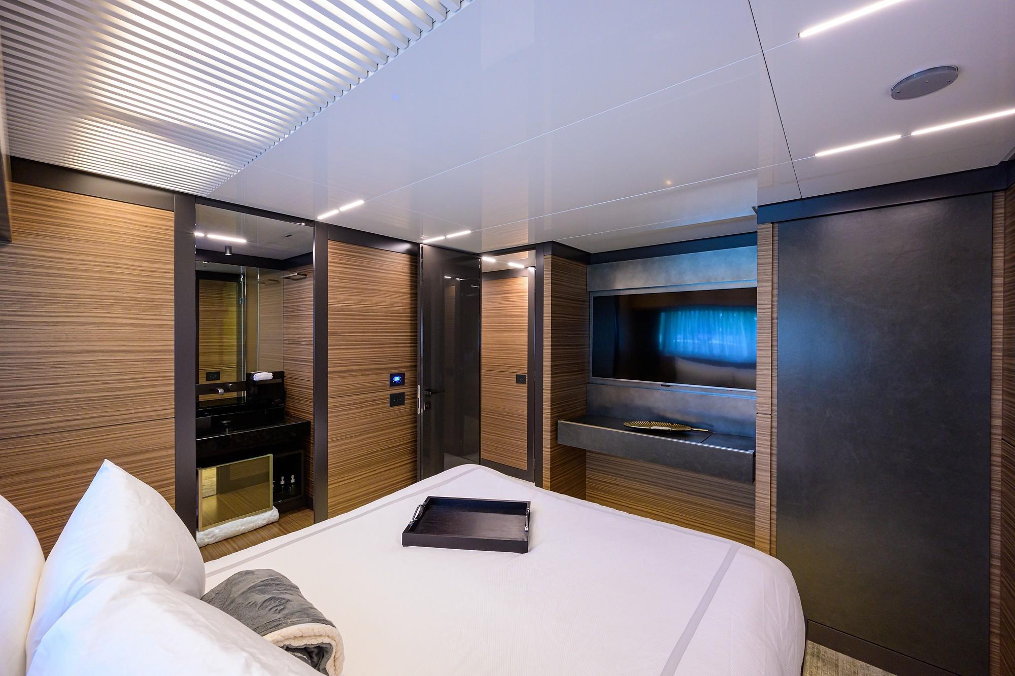 2018 Ferretti 92' ''S'' - Aft Port Guest Stateroom