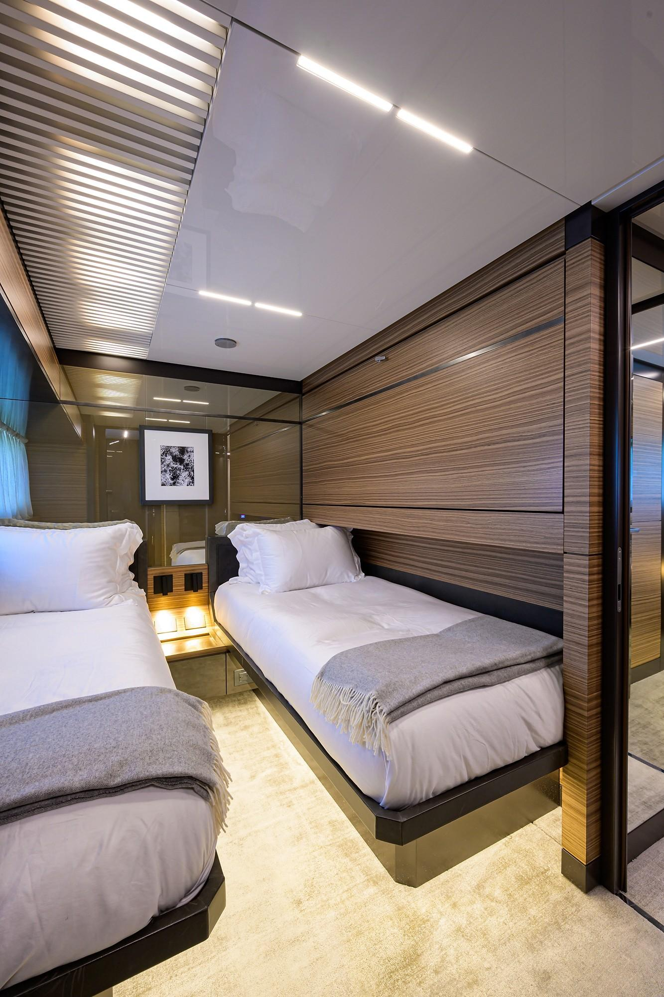 2018 Ferretti 92' ''S'' - Aft Stb Guest Stateroom