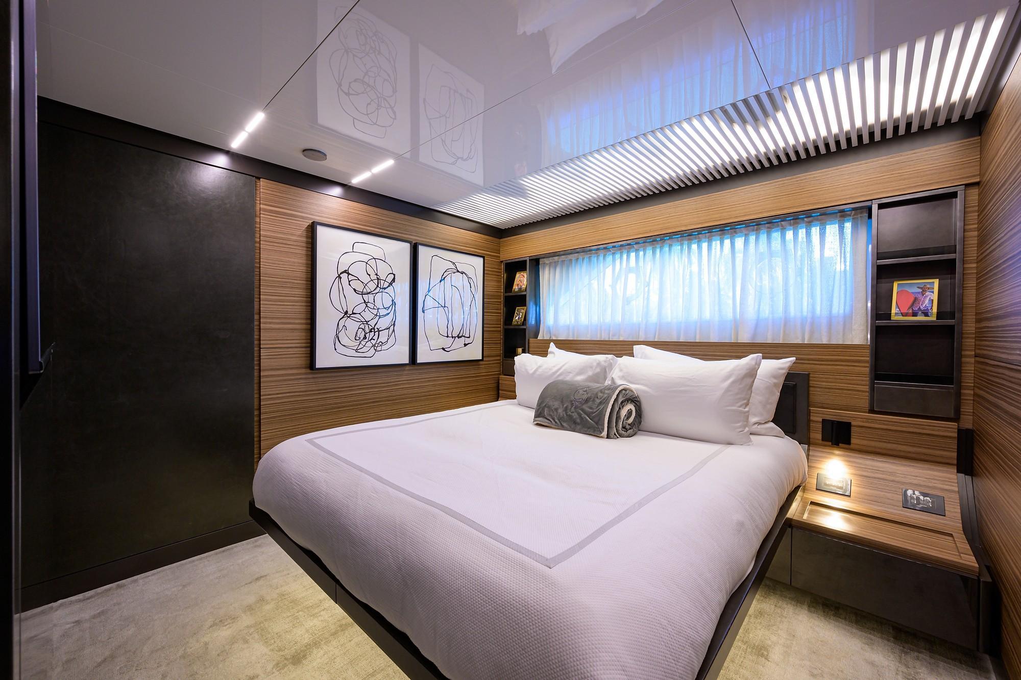 2018 Ferretti 92' ''S'' - Forward Port Guest Stateroom