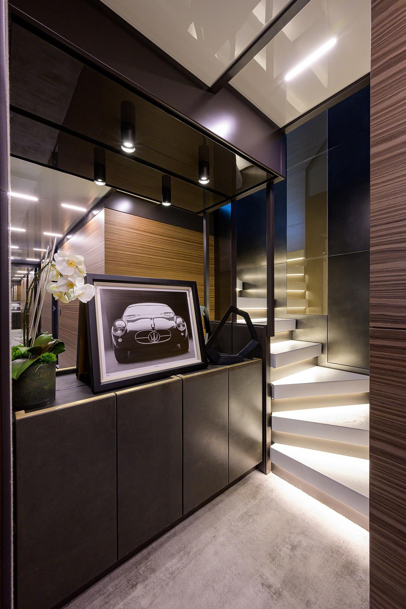 2018 Ferretti 92' ''S'' - Lower Foyer