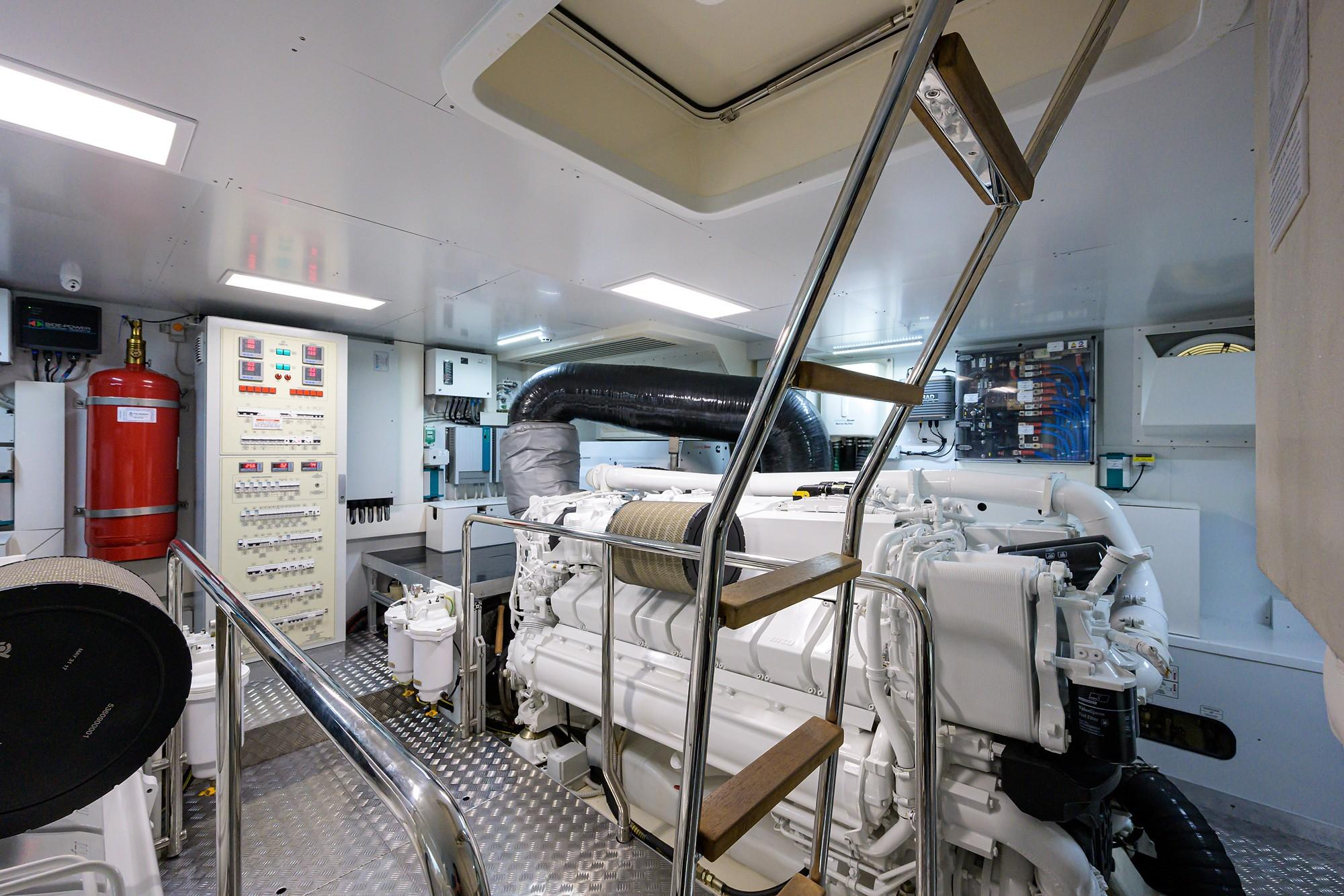 2018 Ferretti 92' ''S'' - Engine Room