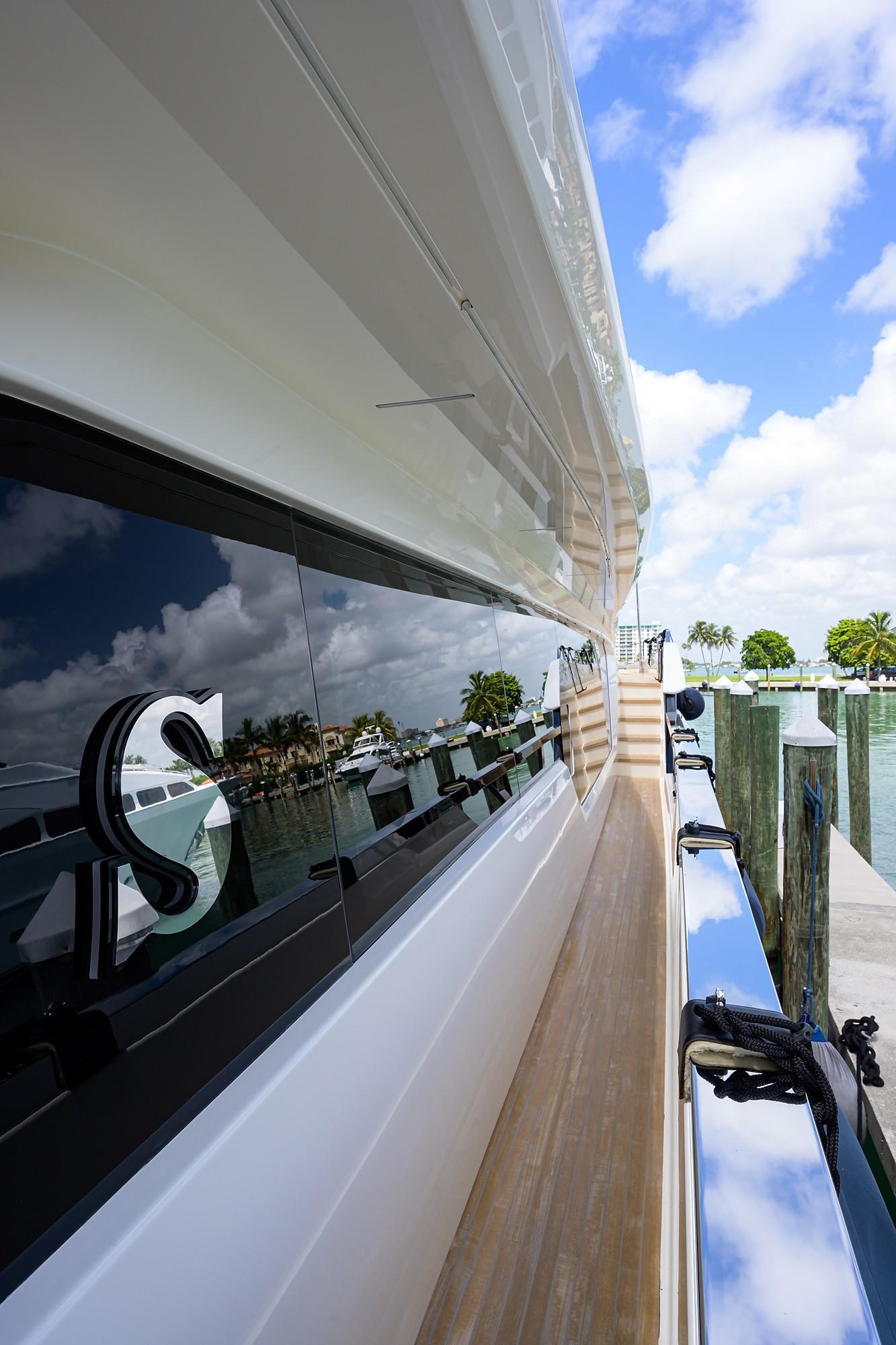 2018 Ferretti 92' ''S'' - Stbd Passageway